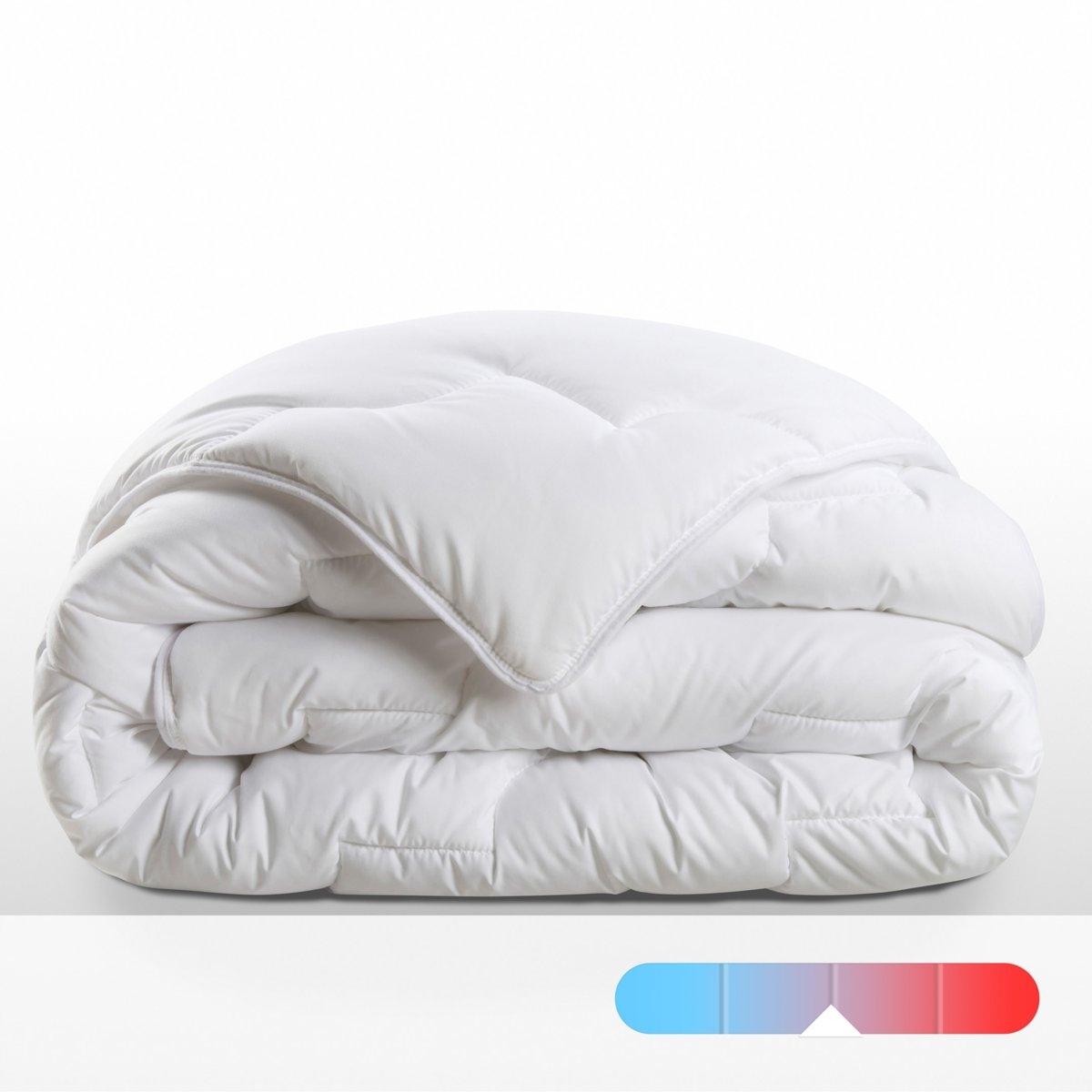 Одеяло синтетическое ультралегкоеОписание:Вам понравится это ультралегкое синтетическое одеяло плотностью 300 г/м? с наполнителем из волокон Тинсулейт™ для идеальной термоизоляции при минимальном весе.Ультралегкий синтетический наполнитель, 300 г/м? :  микрофибра 100% полиэстер Тинсулейт™, la fibre high tech ?prouv?e pour les v?tements de ski et dexp?ditions en conditions extr?mes :  ультралегкие микроволокна этого материала удерживают больше воздуха в меньшем объеме. К тому же, небольшой объем даже самого большого одеяла позволяет стирать его в машинке в домашних условиях.Ультралегкое синтетическое полотно 300 г/м? :однотонный батист из микрофибры, 100% полиэстер. Отделка тонкой скрученной тканью. : Идеально при температуре воздуха в комнате от 12 до 15°.Стирать при температуре 60°, машинная сушка.Идеально подходит для прохладной комнаты (12 - 15 °)Плюсы изделия.    Сертификат OEKO-TEX.<br><br>Цвет: белый