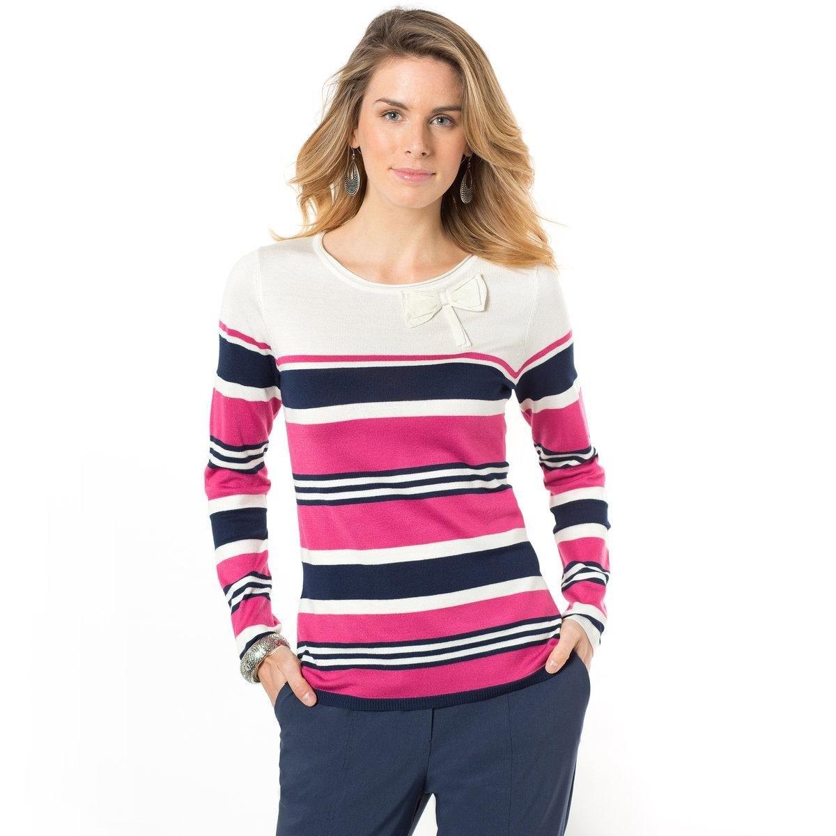Пуловер в полоскуКруглый заниженный вырез, украшенный бантом. Длина ок. 62 см. Трикотаж, 86% акрила, 14% полиамида.<br><br>Цвет: в полоску фон экрю<br>Размер: 42/44 (FR) - 48/50 (RUS)