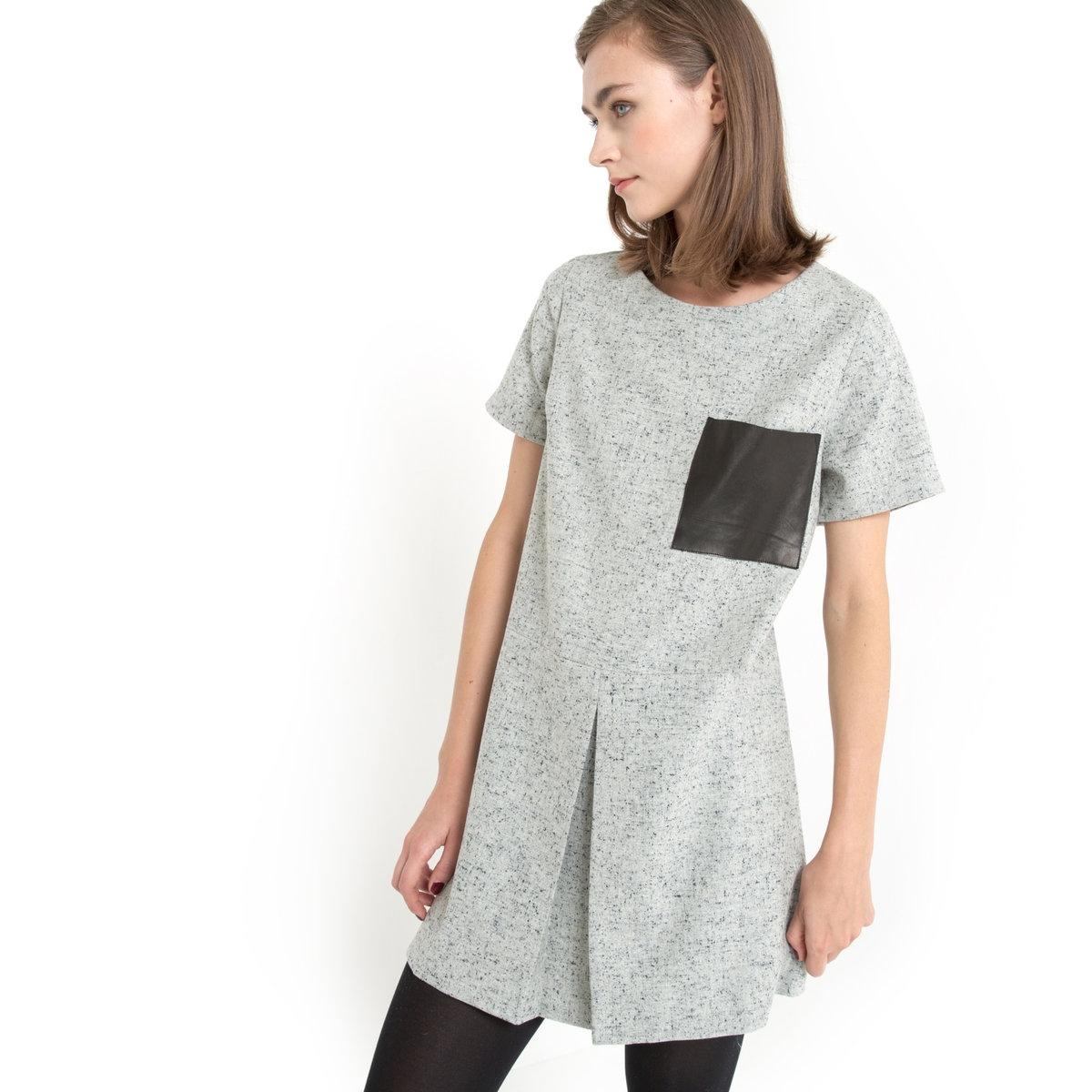 Платье прямого покроя из шерстяной ткани с крапчатым рисунком KINNПлатье KINN - GAT RIMON. Короткое платье из шерстяной ткани с крапчатым рисунком. Прямой и короткий покрой, короткие рукава, круглый вырез. Вырез со встречной складкой на уровне талии спереди. 1 большой накладной нагрудный карман из искусственной кожи. Платье 41% полиэстера, 21% шерсти, 21% акрилового волокна, 9% вискозы, 7% шелка, 1% эластана.<br><br>Цвет: серый меланж