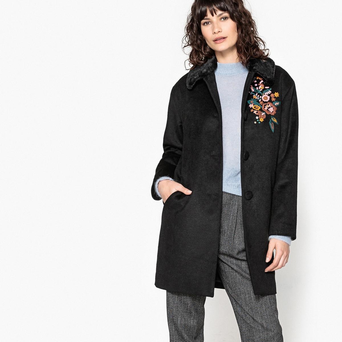Пальто с вышивкойОписание:Воротник из искусственного меха и вышивка придают этому пальто стильный внешний вид. Полностью на подкладке.Детали •  Длина : средняя •  Воротник-поло, рубашечный  • Застежка на пуговицыСостав и уход •  42% шерсти, 4% других волокон, 54% полиэстера  •  Подкладка : 100% полиэстер • Не стирать  •  Любые растворители / не отбеливать   •  Не использовать барабанную сушку   •  Не гладить •  Длина : 90  см<br><br>Цвет: черный<br>Размер: 46 (FR) - 52 (RUS)