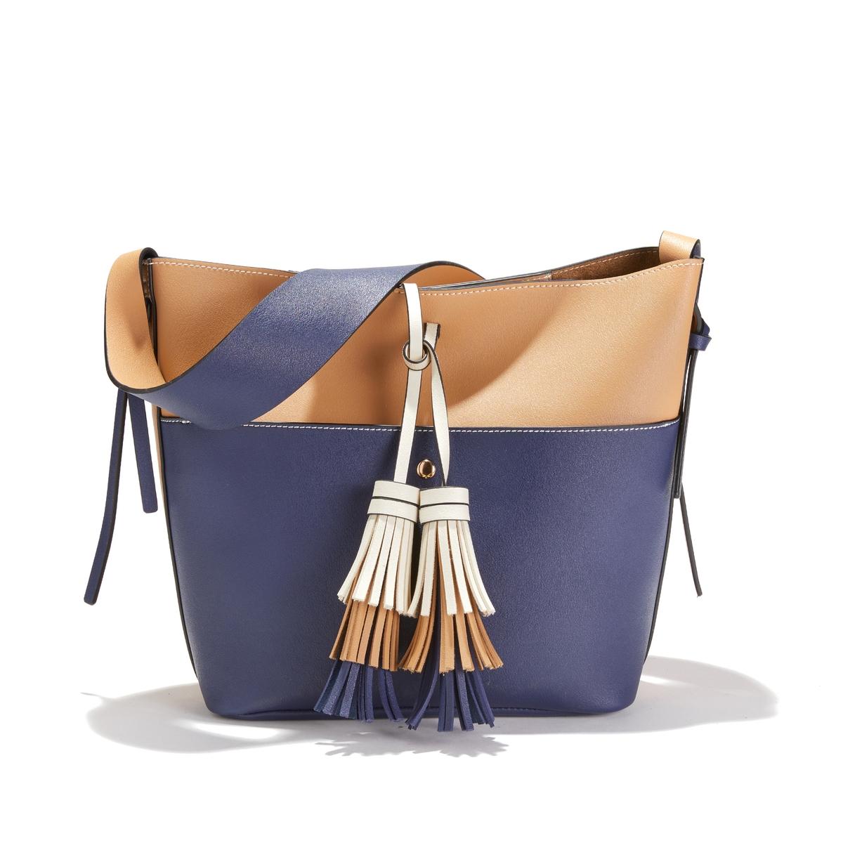 Bolso bucket bicolor con cierre mediante cordón con pompones