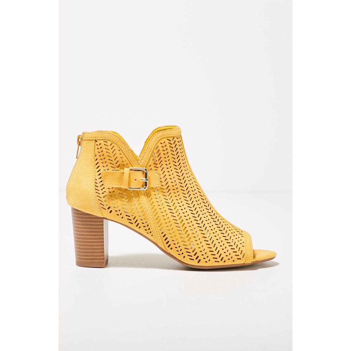 Sandales à talons perforées