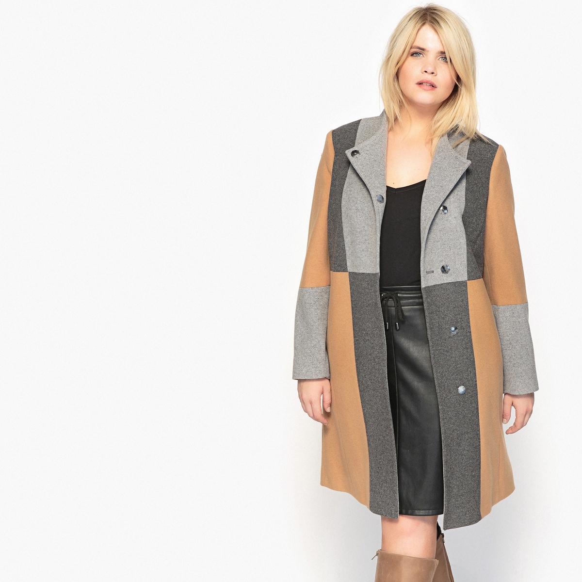 пальто прямое с нашивкойСтильное пальто в стиле пэчворк. Из теплого шерстяного драпа. Идеально смотрится с высокими сапогами. Детали •  Длина : удлиненная модель •  Воротник-стойка •  Графичный рисунок •  Застежка на кнопкиСостав и уход •  60% шерсти, 5% других волокон, 5% полиамида, 30% полиэстера • Не стирать •  Деликатная сухая чистка / не отбеливать •  Не использовать барабанную сушку   •  Низкая температура глажки   ВАЖНО: Товар без манжетТовар из коллекции больших размеров •  Рисунок пэчворк. •  Застежка на кнопки. •  Длина : 103 см<br><br>Цвет: разноцветный<br>Размер: 44 (FR) - 50 (RUS).58 (FR) - 64 (RUS)