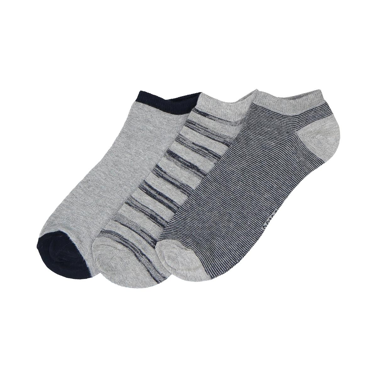 Носки низкие, оригинальные, комплект из 3 парОписание:Комплект из 3 пар низких носков прекрасно сочетается с низкой обувью  носки в полоску, в мелкую полоску и однотонные несомненно стоит приобрести...Состав и описание :Комплект из 3 пар низких носков: 1 пара в мелкую полосу, 1 пара в полосу с потёртым эффектом, 1 однотонная пара Материал : 75%хлопка, 24% полиамида, 1% эластанаУход :Машинная стирка при  30°C с вещами подобных цветов.Стирать, сушить и гладить с изнаночной стороны.Машинная сушка на умеренном режиме.Гладить при умеренной температуре.<br><br>Цвет: серый/ темно-синий<br>Размер: 23/26.39/42.31/34.27/30.35/38