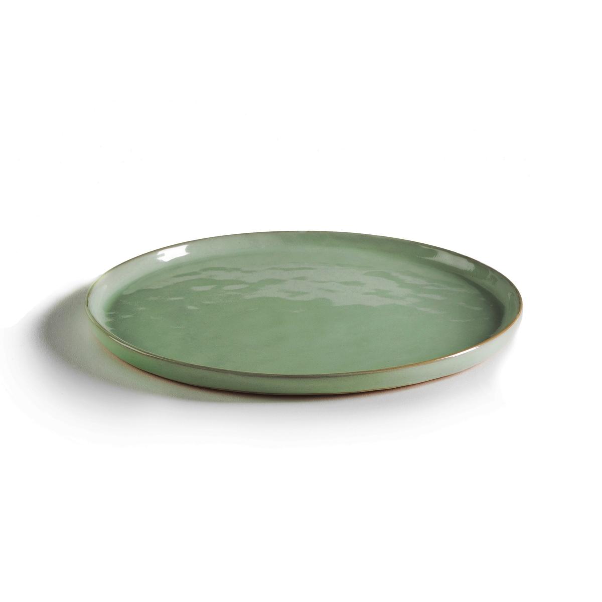 Комплект из 4 тарелок из керамики, ?21,5 см, PURE, дизайн П. Нессенса для Serax4 десертные тарелки из керамики Pure для Serax. Паскаль Нессенс создал Pure, свою первую коллекцию столовых сервизов. Чистое воплощение аутентичности и теплоты, рожденных из органических форм и натуральных материалов.Характеристики:- Из керамики, покрытой глазурью.- Можно использовать в микроволновой печи и мыть в посудомоечной машине.- Миски и мелкие тарелки того же комплекта представлены на нашем сайте.Размеры:- ?21,5 x В1,3 см .<br><br>Цвет: зеленый/темно-зеленый