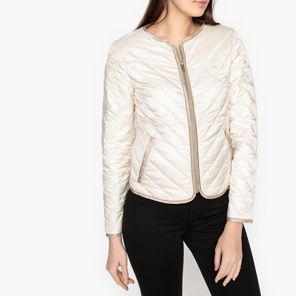 Куртка стеганая двухцветнаяОписание:Куртка стеганая  IKKS. Стеганая ткань с узором и окантовкой выреза, низа и застежки. Косые карманы и прямые манжеты. Детали •  Длина : укороченная модель •  Круглый вырез •  Застежка на молниюСостав и уход •  100% полиэстера •  Подкладка : 100% полиэстер •  Наполнитель : 90% пуха, 10% пера •  Следуйте рекомендациям по уходу, указанным на этикетке изделия •  Длина ок. 55 см для размера S<br><br>Цвет: слоновая кость,хаки