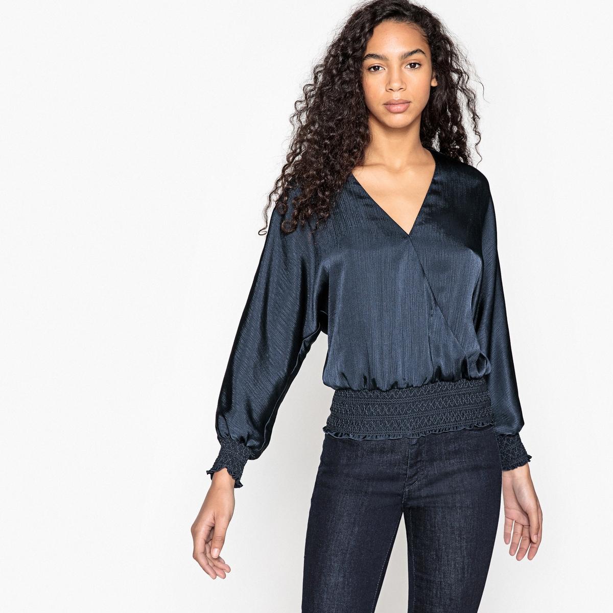 Блузка в форме каш-кер, края рукавов со складками