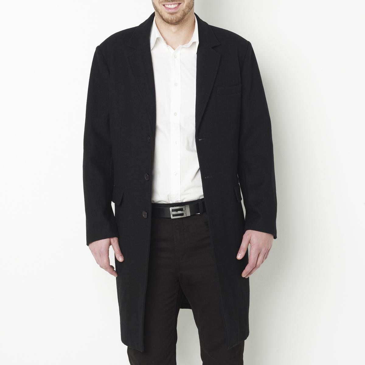 ПальтоПальто. 60% шерсти, 25% полиэстера, 10% других волокон, 5% акрила. Подкладка из полиэстера. Пиджачный воротник. Длина 105 см.Пальто. Застежка на пуговицы. 2 кармана с клапанами на пуговицах спереди, 2 внутренних кармана . Пуговицы внизу рукавов . Высокий воротник на молнии. 1 шлица посередине спинки .<br><br>Цвет: черный<br>Размер: 66