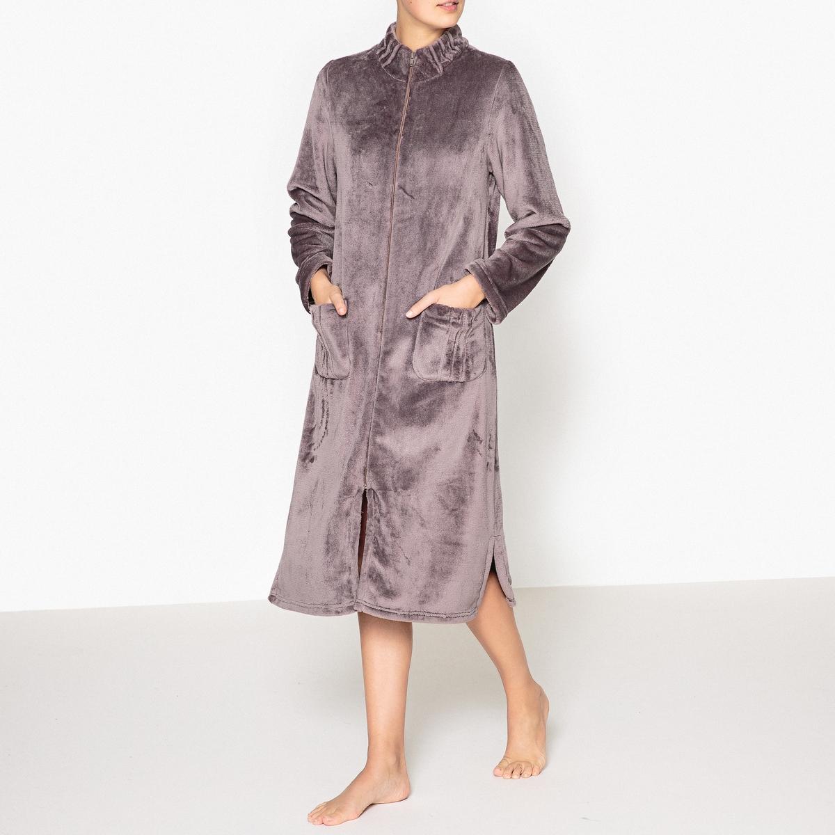 Платье домашнее на молнииДомашнее платье из очень мягкого, теплого и комфортного флисового трикотажа. Застежка на молнию. 2 кармана спереди.                                 Состав и описание :  Материал         флисовый трикотаж, 100% полиэстерДлина      110 смУход :Машинная стирка при 30°C с вещами схожих цветов.Машинная сушка в умеренном режиме.Не гладить.<br><br>Цвет: серо-сиреневый<br>Размер: 38/40 (FR) - 44/46 (RUS).54/56 (FR) - 60/62 (RUS).50/52 (FR) - 56/58 (RUS).46/48 (FR) - 52/54 (RUS).42/44 (FR) - 48/50 (RUS)