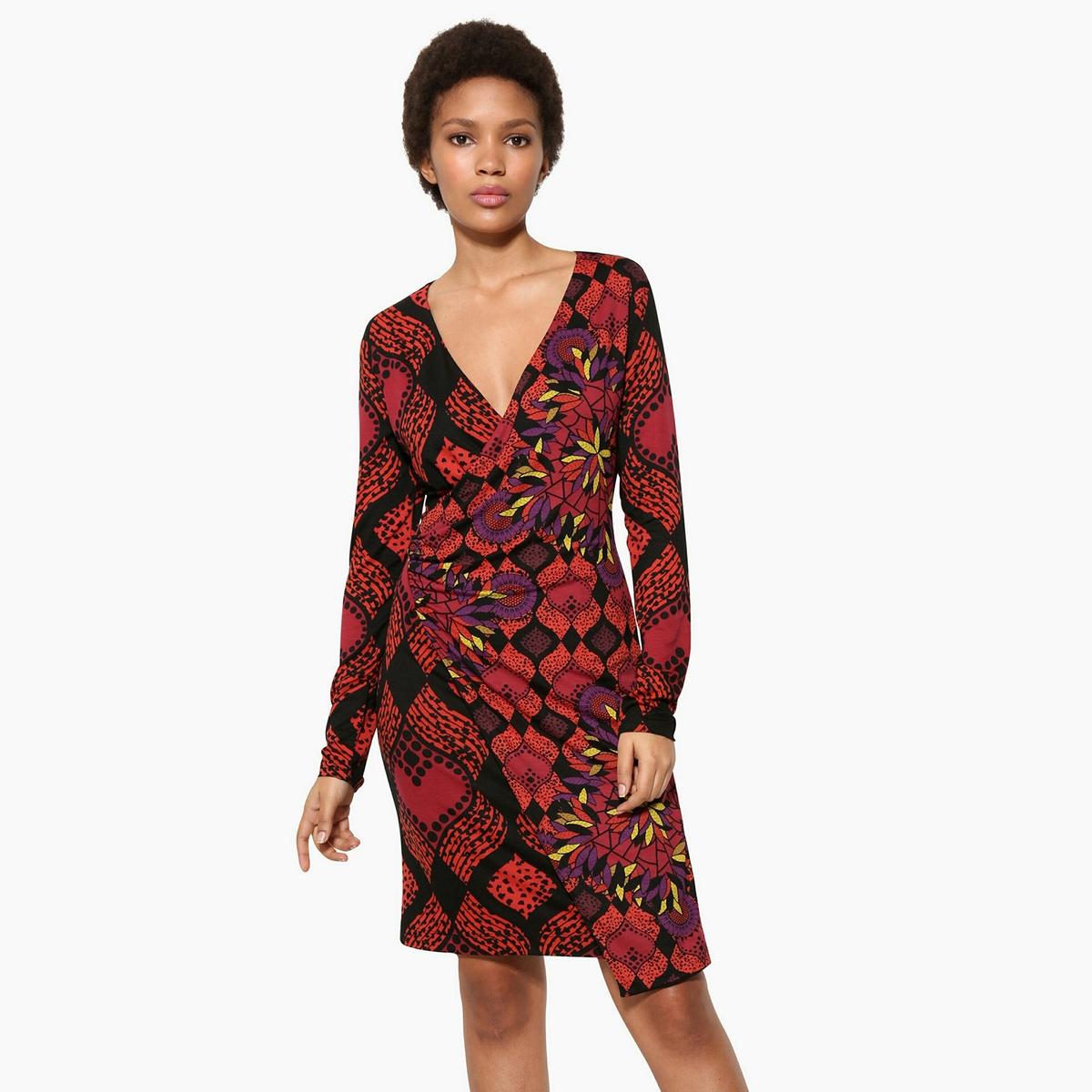 Платье короткое прямое, с цветочным принтом, с длинными рукавамиДетали •  Форма : прямая •  Укороченная модель •  Длинные рукава    •  Круглый вырез •  Цветочный рисунок  Состав и уход •  95% вискозы, 5% эластана •  Следуйте рекомендациям по уходу, указанным на этикетке изделия<br><br>Цвет: красный<br>Размер: M.XL