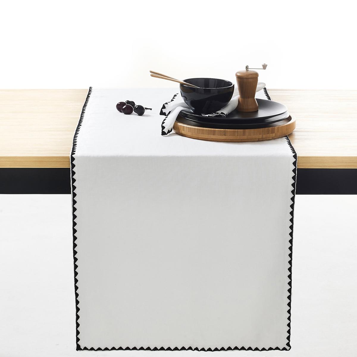 Дорожка столовая однотонная из льна/хлопка, ADRIOХарактеристики столовой дорожки Adrio :  45% льна, 55% хлопка: смесь волокон льна и хлопка, известная своей мягкостью и стойкостью к износу и стиркам.Вышивка в виде треугольников черного цвета. Машинная стирка при 60 °С. Всю коллекцию Adrio вы можете найти на сайте laredoute.ruРазмеры столовой дорожки Adrio :50 x 150 см<br><br>Цвет: белый,серый жемчужный,синий индиго