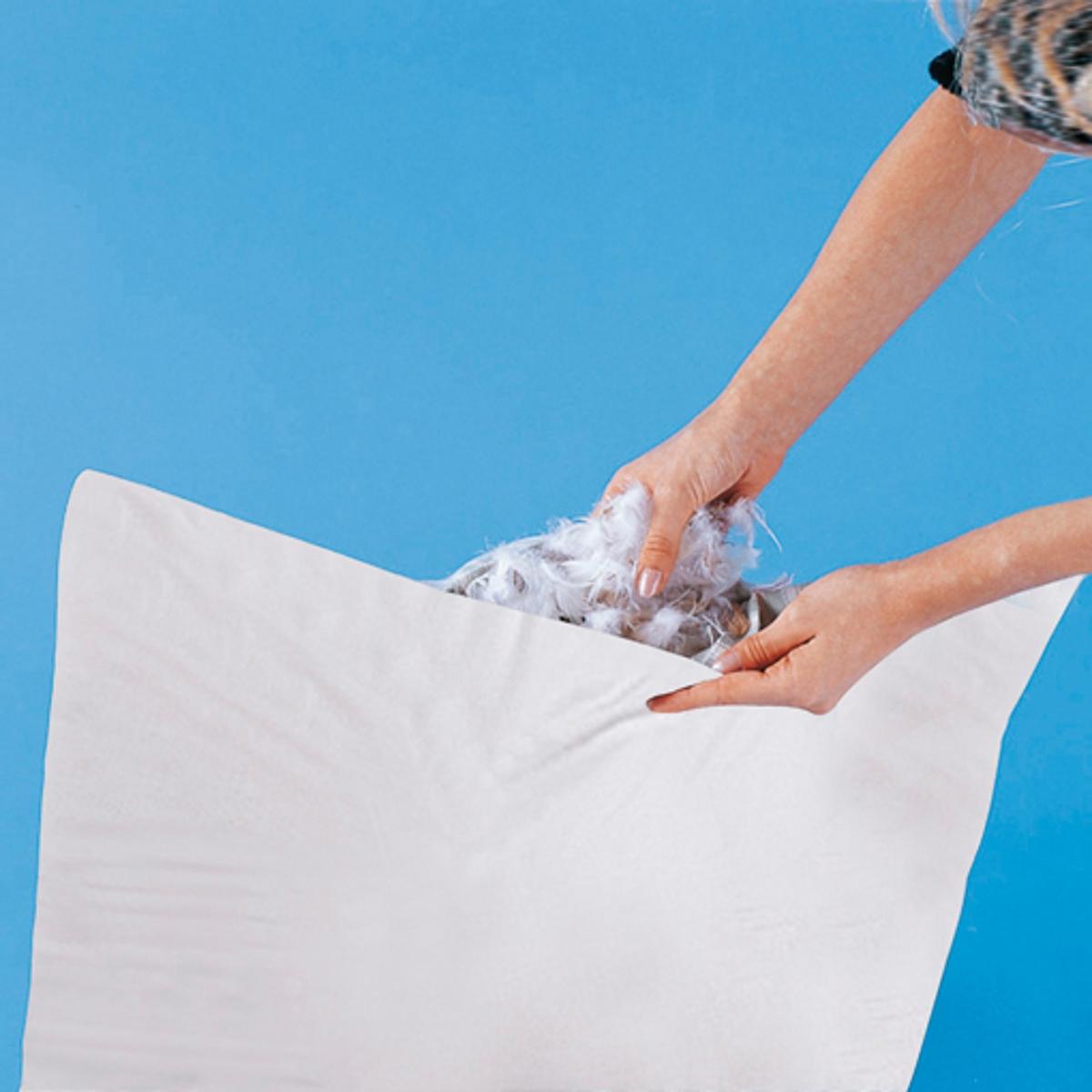 Наперник для подушкиОчень практичный и экономный наперник для подушки! Матрасная ткань плотного плетения не пропускает пух и перо, 100% хлопок. Разрез 20 см, после набивки зашить. Стирка наперника при 95°.<br><br>Цвет: белый,в полоску<br>Размер: 60 x 60  см