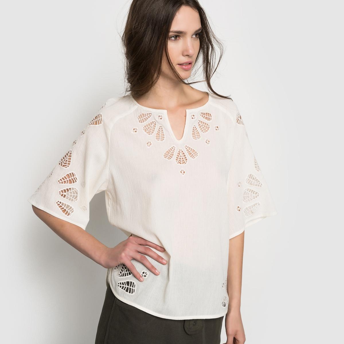 Блузка с рукавами 3/4Блузка. 100% хлопка. Отделка шитьем на воротнике, на рукавах и по краям. Рукава 3/4 . Длина 60 см. .<br><br>Цвет: белый<br>Размер: 38 (FR) - 44 (RUS)