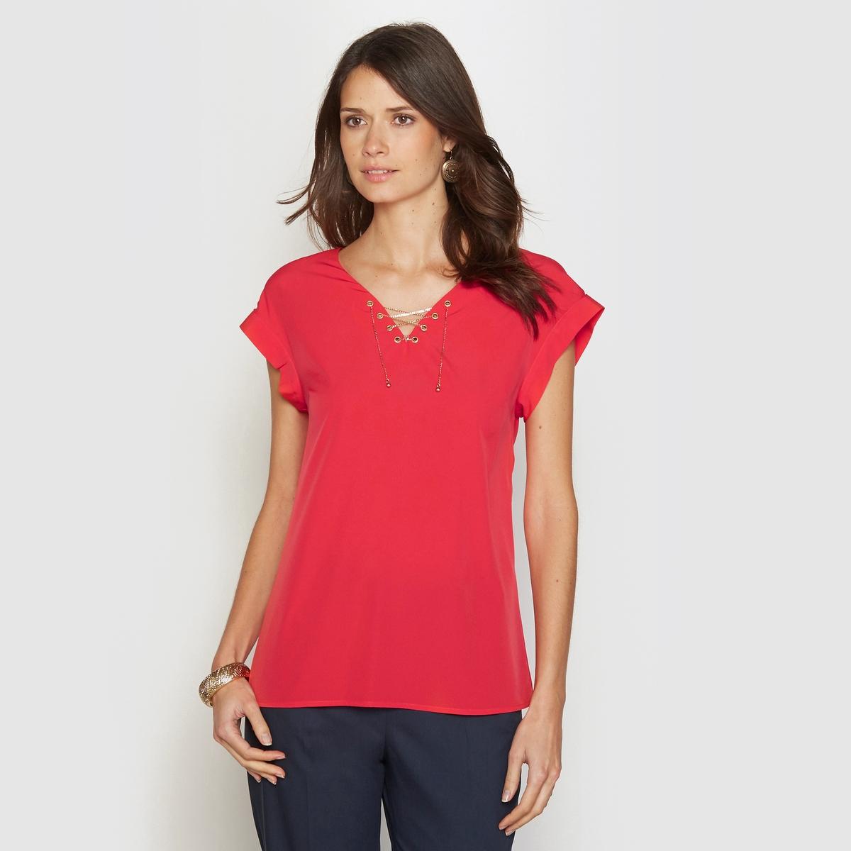 Блузка оригинальнаяОригинальная блузка. V-образный вырез с декоративной плетеной цепочкой. Короткие рукава с отворотами. Вставка на плечах подчеркнута складками. Длина ок. 62 см. Красивый креп, 100% полиэстера.<br><br>Цвет: красный