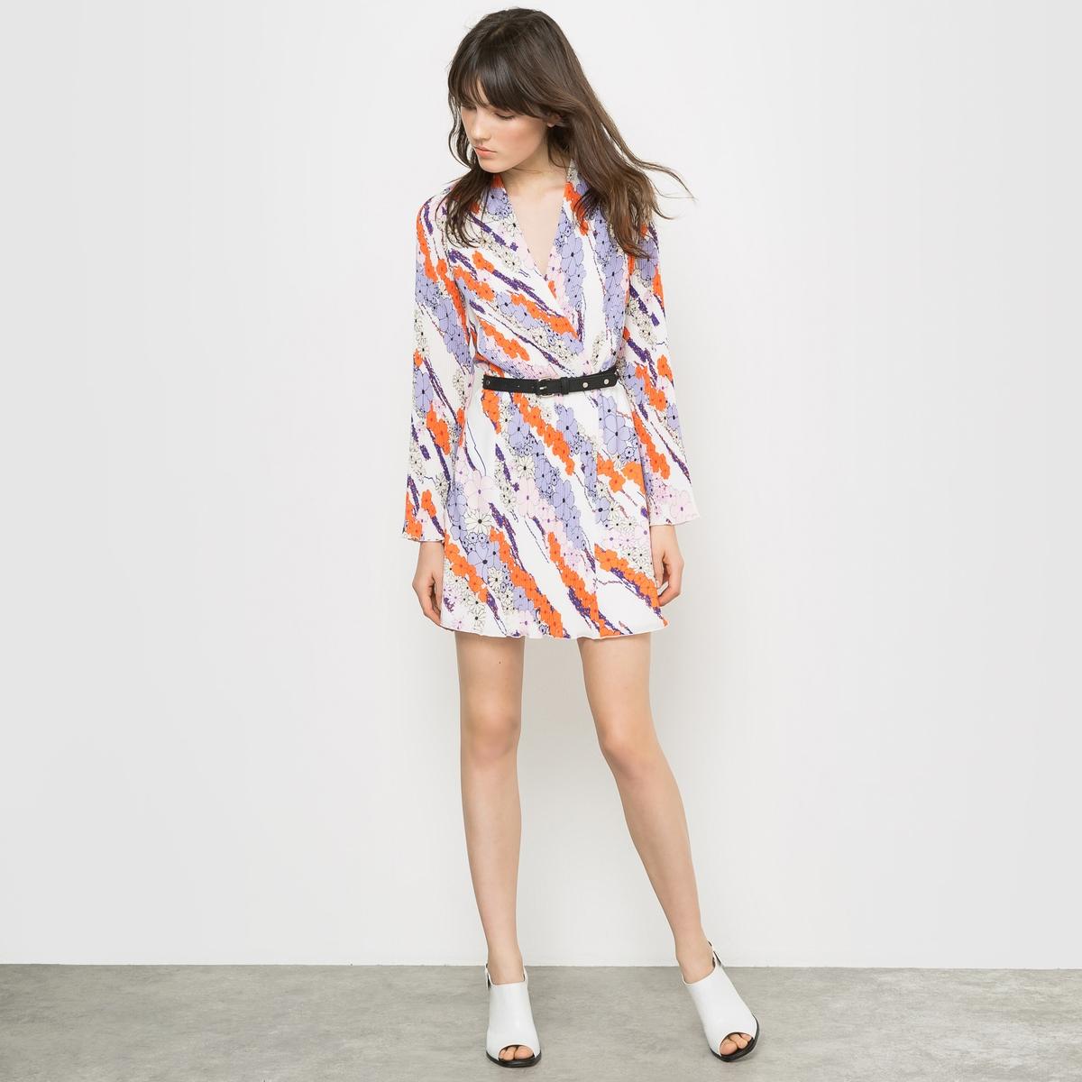 Платье плиссированное с рисункомДом моды Carven предложил каталогу la Redoute коллекцию весна-лето, зовущую в путешествия. Взяв за образец стиль униформы стюардессы, придуманный г-жой Карвен в 60х  годах, дизайнеры Алексис Марсьяль и Андриен Кайядо вдохнули лёгкость в эту яркую коллекцию.. Использованные плиссированные материалы отражают все навыки и технику двух Домов моды.<br><br>Цвет: цветочный рисунок<br>Размер: 42 (FR) - 48 (RUS).44 (FR) - 50 (RUS)
