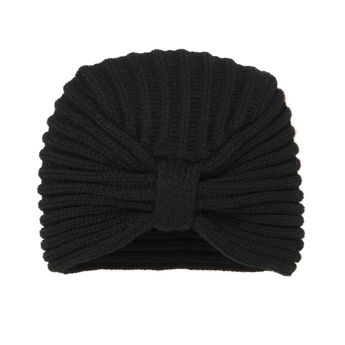 Шапка трикотажнаяШапка трикотажная MADEMOISELLE R. Материал : трикотаж, 100% акрила. Размер: 23 x 20 см. Преимущества: стильная шапка от MADEMOISELLE R - то, чего не хватает в Вашем гардеробе в будущем сезоне.<br><br>Цвет: черный<br>Размер: единый размер