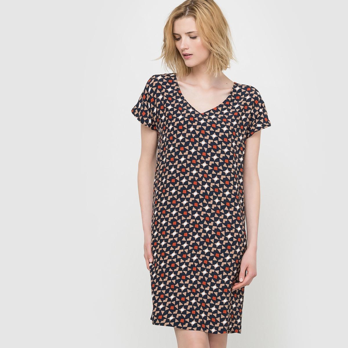 Платье-футляр с рисунком и короткими рукавами