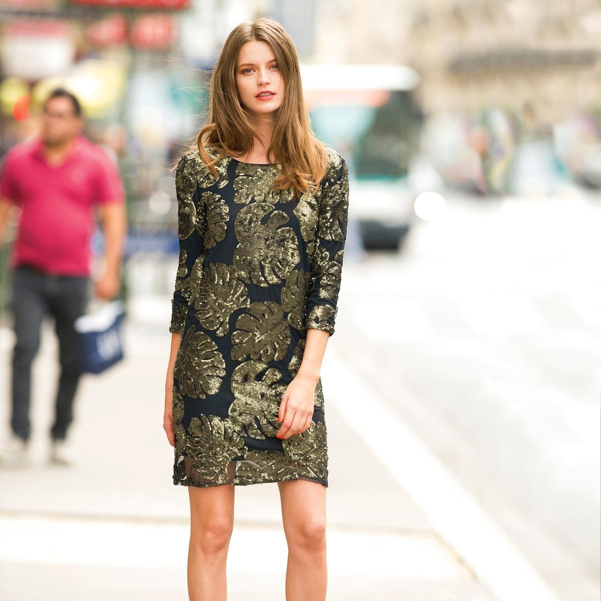 Платье с большим V-образным вырезом сзади и рукавами 3/4Красивая модель Soft Grey из вуали, 100% полиамида, с тропическим узором пайеток. Платье простого покроя. Вырез-лодочка. Большой V-образный вырез сзади. Рукава 3/4. Полностью на подкладке из 100% хлопка. Длина ок. 90 см.<br><br>Цвет: рисунок/зеленый фон<br>Размер: 40 (FR) - 46 (RUS).44 (FR) - 50 (RUS)