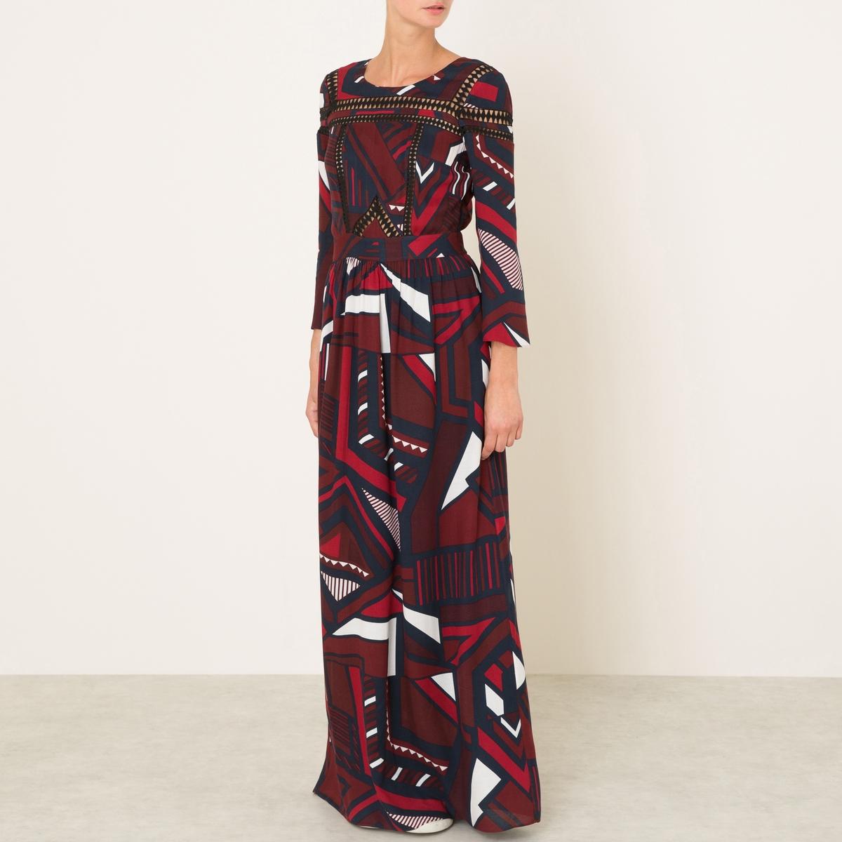 Платье длинное JASMINEДлинное платье BA&amp;SH - модель JASMINE из струящейся ткани с рисунком и вставками макраме. Круглый вырез-капелька с застежкой на пуговицу сзади. Прямые длинные рукава. Прямой покрой, вставка на поясе со складками.Состав и описание    Материал : 100% вискоза   Длина : 150 см. (для размера 36)   Марка : BA&amp;SH<br><br>Цвет: темно-синий<br>Размер: S