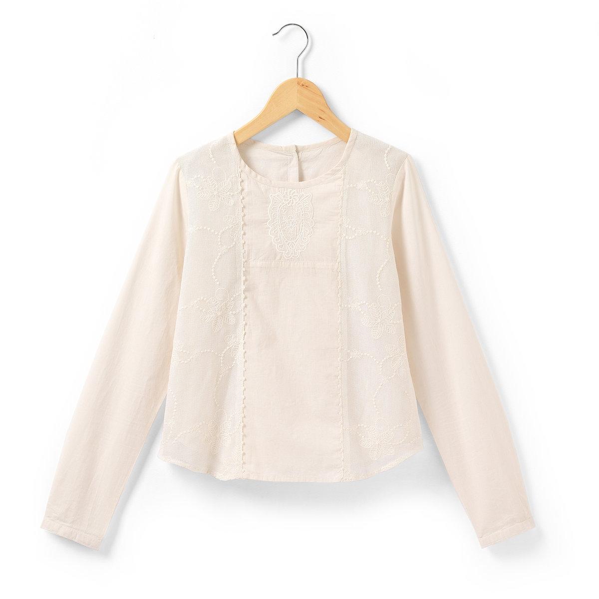 Блузка с длинными рукавамиБлузка с длинными рукавами из 100% хлопка. Вы оцените женственность каждой детали этой блузки: кружевные вставки по бокам спереди и вышивка под вырезом горловины. Застежка и низ рукавов на пуговицах.<br><br>Цвет: экрю