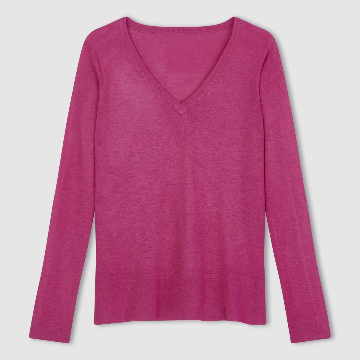 Пуловер объемного покроя с V-образным вырезом