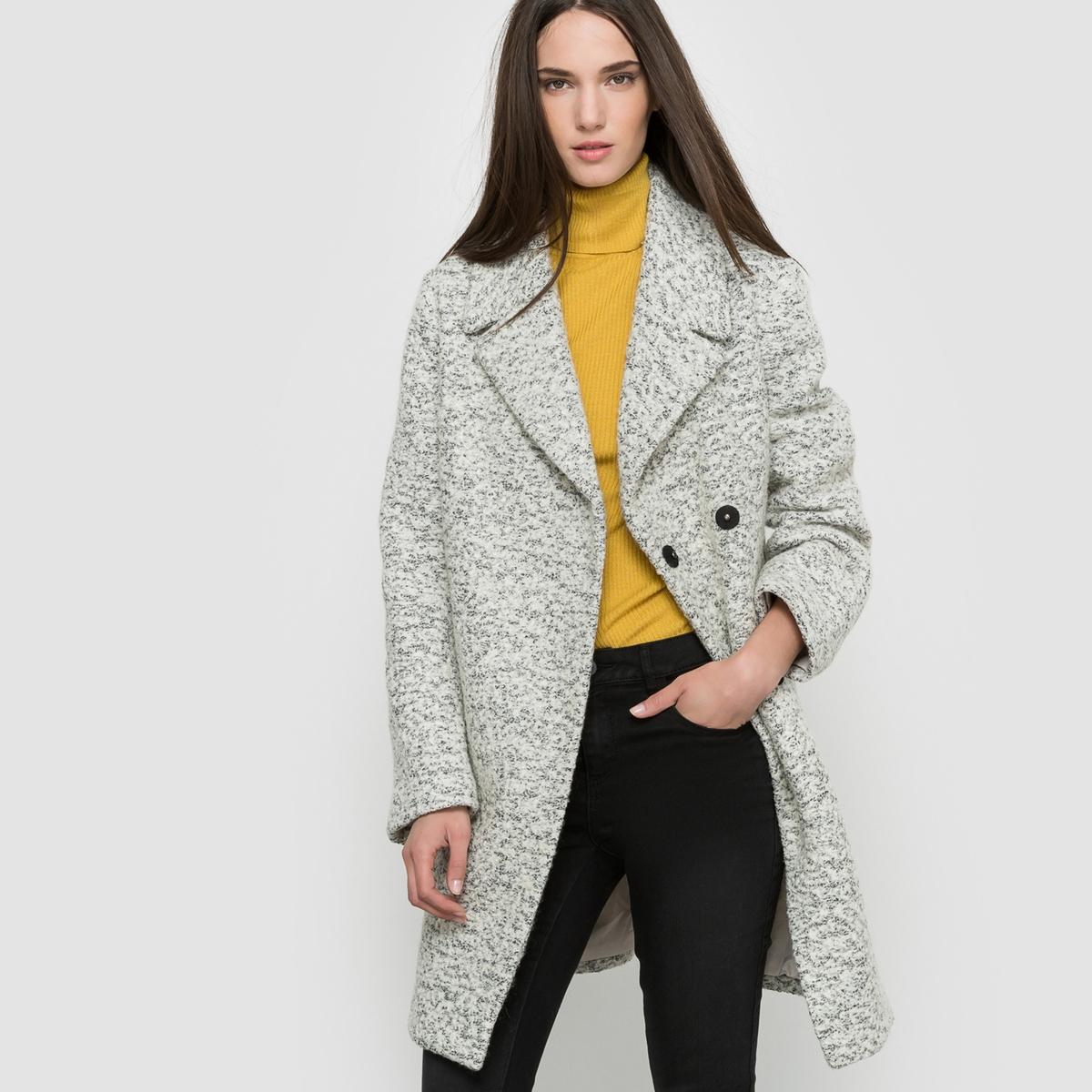 Пальто, 45% шерсти.Пальто из букле. Большой воротник пиджачного типа. Покрой свободный. Застёжка (перекрестная) на кнопках. 2 кармана спереди.Состав и описание:Материал:55% полиэстера, 45% шерсти.Подкладка: 100% полиэстера.Длина: 83 см.Марка: VILA.Уход:- Сухая чистка.- Не отбеливать.<br><br>Цвет: светло-серый меланж<br>Размер: M.L.S