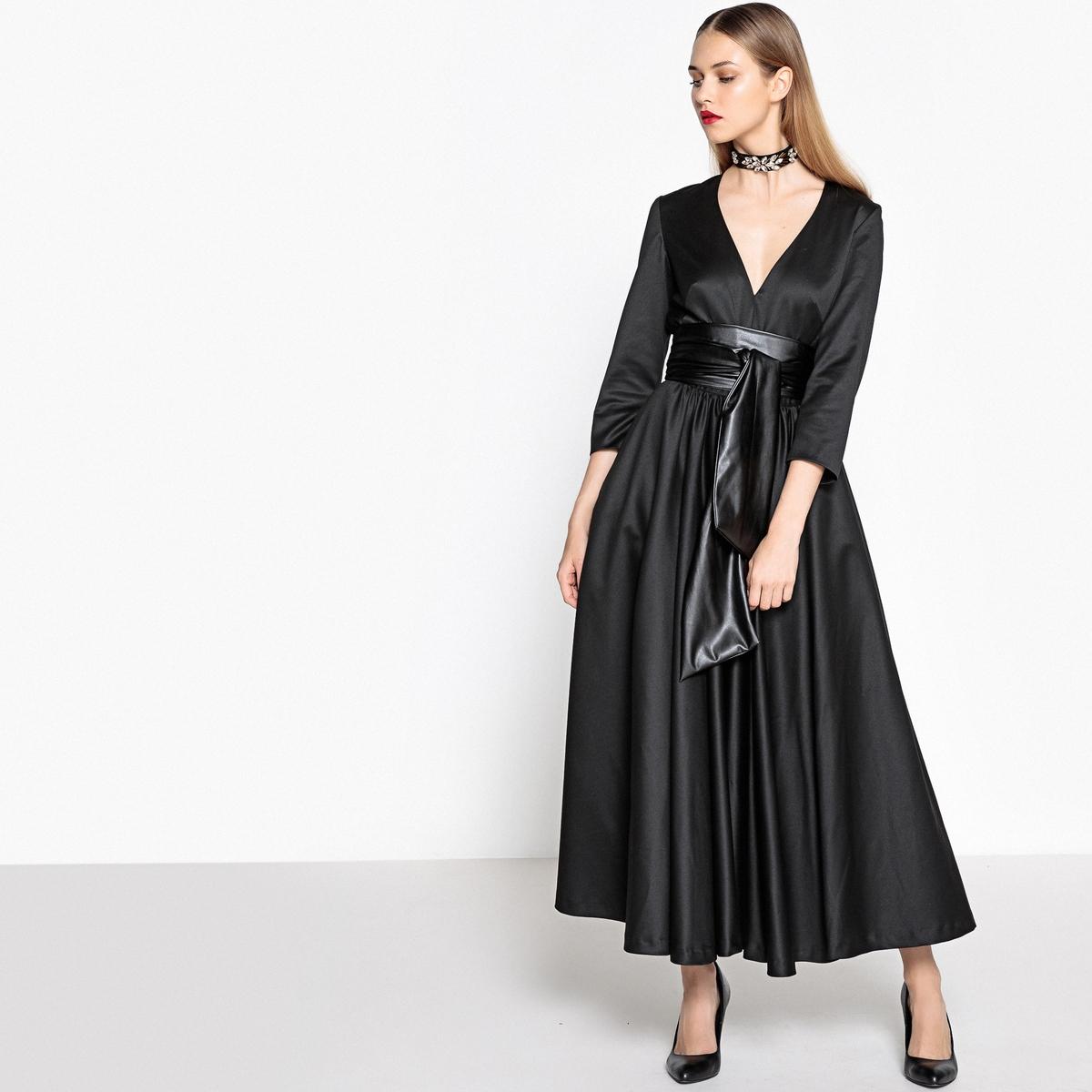 Платье средней длины из тяжелого сатина с вырезом спереди