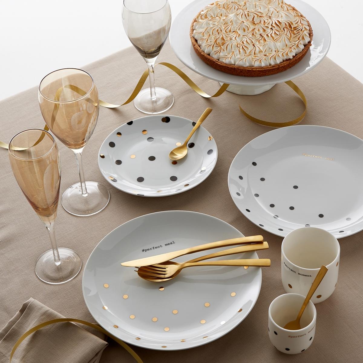Комплект из 4 мелких тарелок из фарфора Kubler4 мелкие тарелки из фарфора La redoute Int?rieurs . Рисунок в горошек с надписью Perfect meal золотистого цвета .  В подарочном сундучке chez La Redoute Int?rieurs. Характеристики тарелок из фарфора Kubler :- Мелкие тарелки из фарфора  - Диаметр : 26, 5 см- Подходят для мытья в посудомоечной машине - Не подходят для использования в микроволновой печи  - Продаются в комплекте из 4 штук в подарочной коробкеОткройте для себя всю коллекцию посуды из фарфора Kubler<br><br>Цвет: черный в горошек
