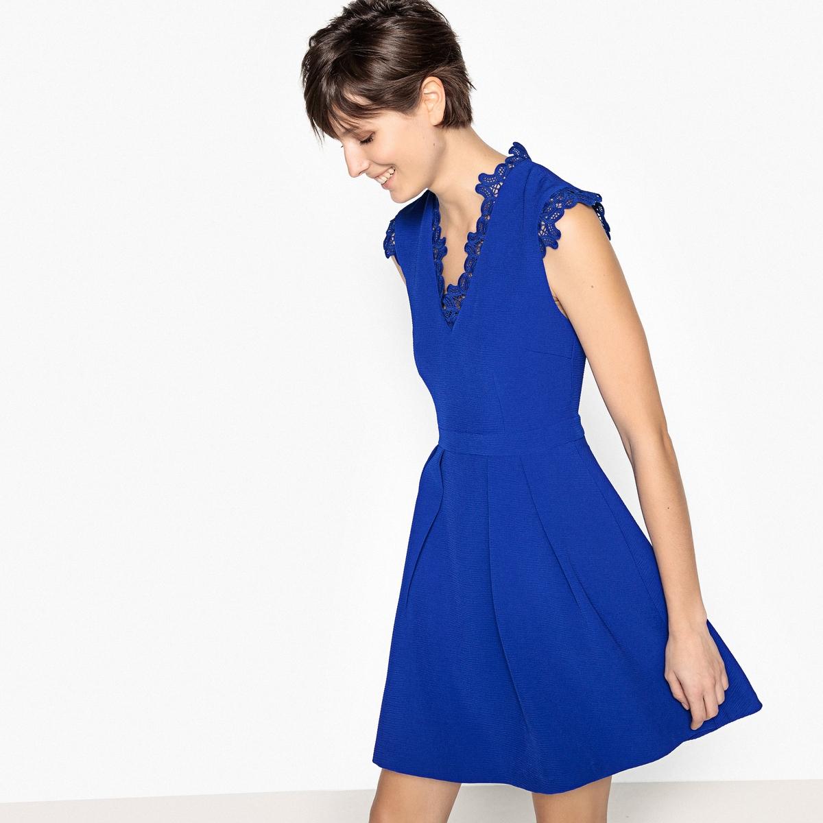 Фото - Платье с V-образным кружевным вырезом v persie van basten 556688