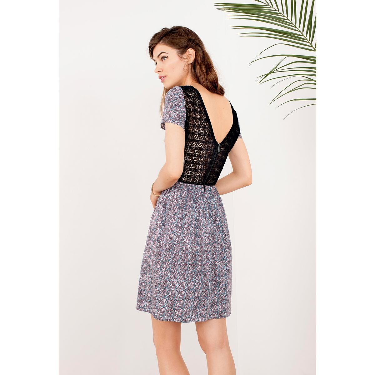 Платье с рисункомПлатье из ткани с рисунком, 100% хлопка. Круглый вырез спереди и V-образный сзади. Короткие рукава. Кружевная вставка на талии. Кружевная спинка. Длина ок.89 см.<br><br>Цвет: набивной рисунок<br>Размер: 42 (FR) - 48 (RUS)
