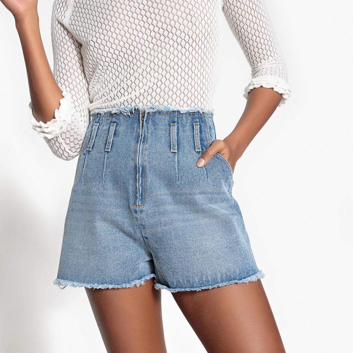 Шорты из джинсовой ткани с необработанными краями