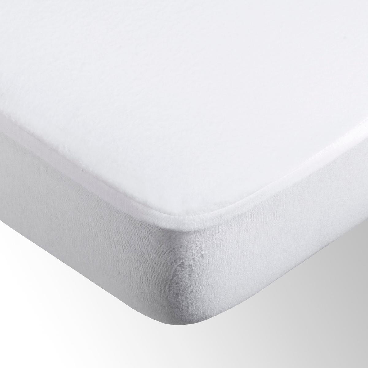Чехол защитный для матраса непромокаемый из эластичной микрофибрыНепромокаемый защитный чехол для матраса из эластичной микрофибры: эластичный мольтон с начесом, 100% микроволокно полиэстера, покрыт полиуретановой пленкой, гарантирующей непромокаемость и дышащие свойства, 200г/м?. Микрофибра является прекрасным барьером для пыли и клещей.Клапан из джерси, 100% хлопок, 4 уголка (25 см).Стирка при температуре до 60°.Сертификат OEKO-TEX.<br><br>Цвет: белый