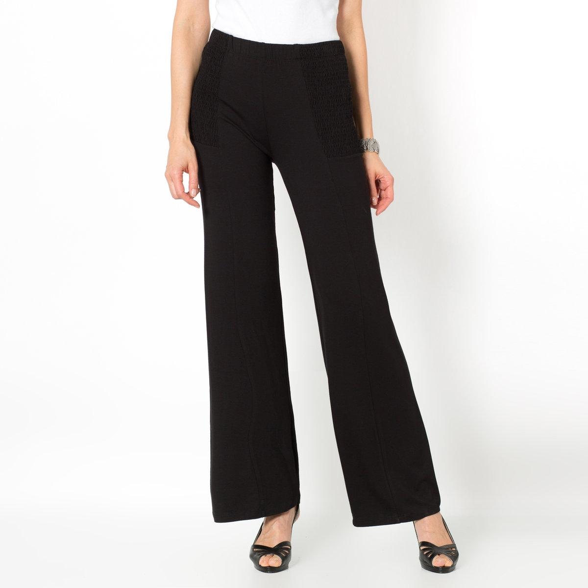 Брюки широкие из струящегося трикотажаШирокие брюки. Комфортный эластичный пояс со складками и струящийся трикотаж. Длина по внутр.шву 79 см, ширина по низу 25 см. Трикотаж, 95% вискозы, 5% эластана.<br><br>Цвет: черный<br>Размер: 44 (FR) - 50 (RUS)