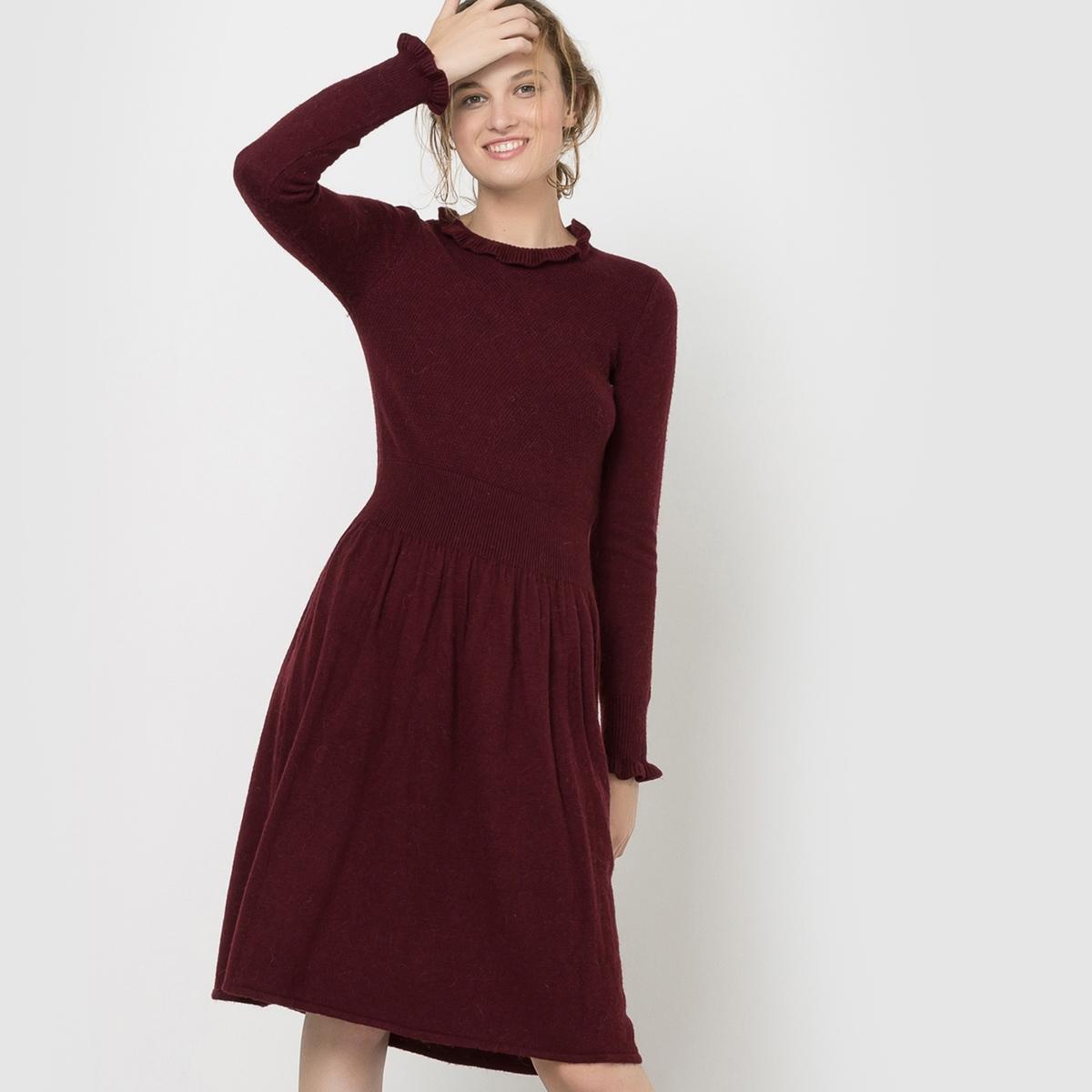 Платье вязаное с воланамиСостав и описаниеМарка : Mademoiselle RМатериал : 50% полиамида, 45% вискозы, 5% альпакиДлина : 100 смУходМашинная стирка при 30 °C   Стирать с вещами схожих цветовСтирать и гладить при очень низкой температуре с изнаночной стороны<br><br>Цвет: бордовый<br>Размер: 42/44 (FR) - 48/50 (RUS)