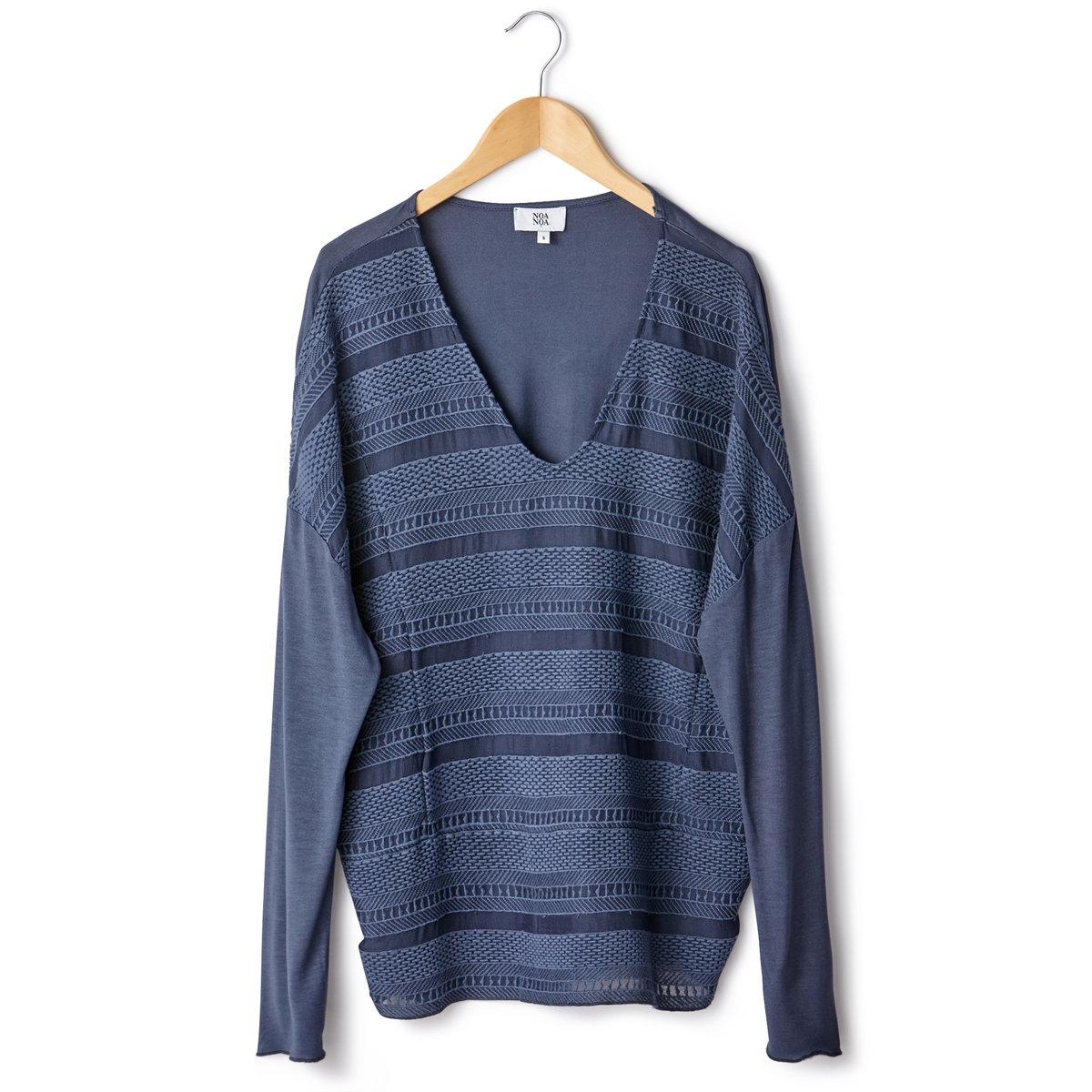 Блузка из ажурной ткани с длинными рукавамиБлузка из ажурной ткани - NOA NOA. Длинные рукава. V-образный вырез. Оригинальное сочетание полос ажурной ткани и вышивки спереди.100% вискозы.<br><br>Цвет: синий,экрю<br>Размер: 44 (FR) - 50 (RUS).38 (FR) - 44 (RUS)