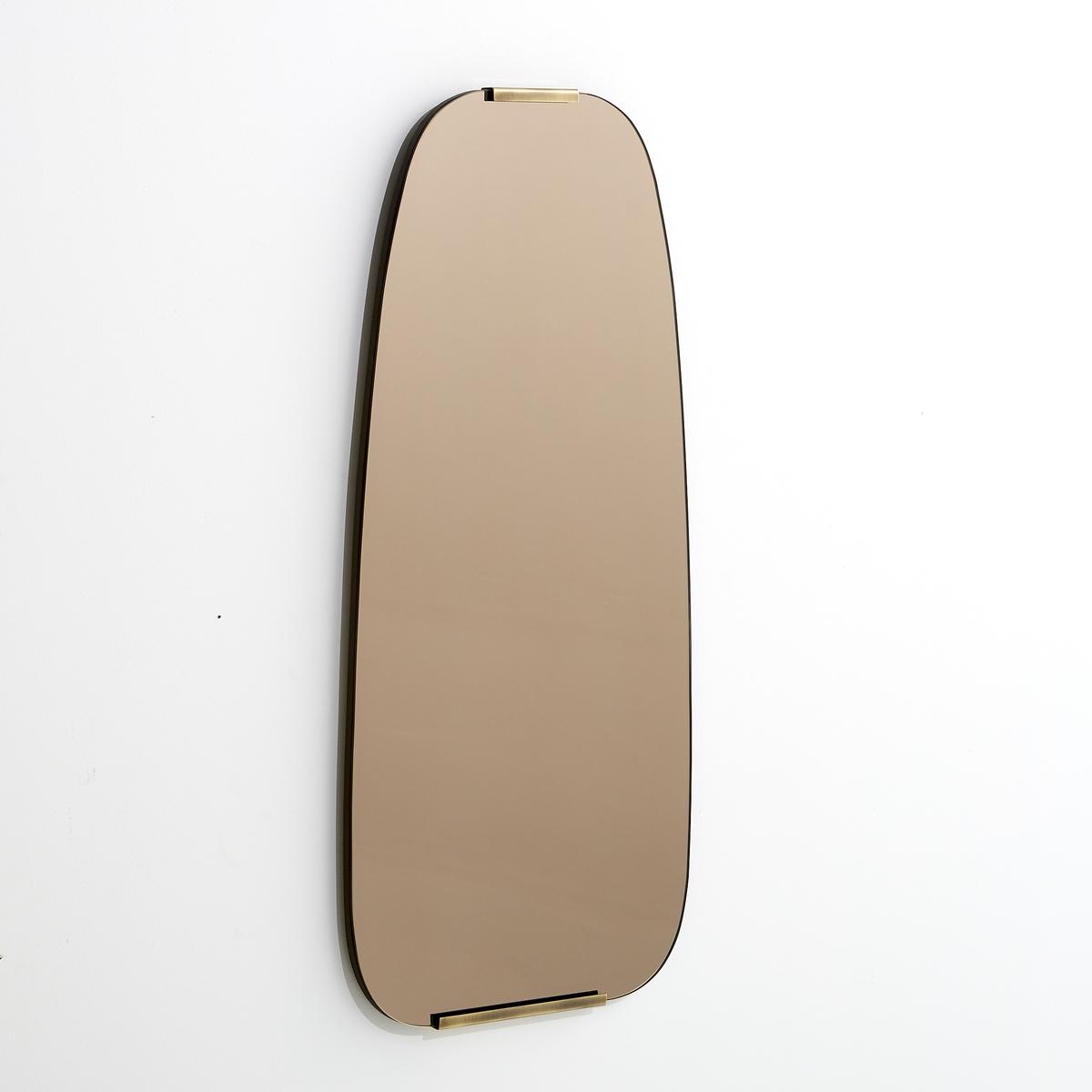 Зеркало тонированное из латуни В72,5 см, DialectЗеркало Dialect. Культовое, слегка затемненное, зеркало 50-х годов крепится на стену вертикально с помощью 2 крючков (болты и дюбеля в комплект не входят). Накладки из латуни с отделкой под старину. Размеры : Ш65 x В72,5 x Г2 см.<br><br>Цвет: латунь<br>Размер: единый размер