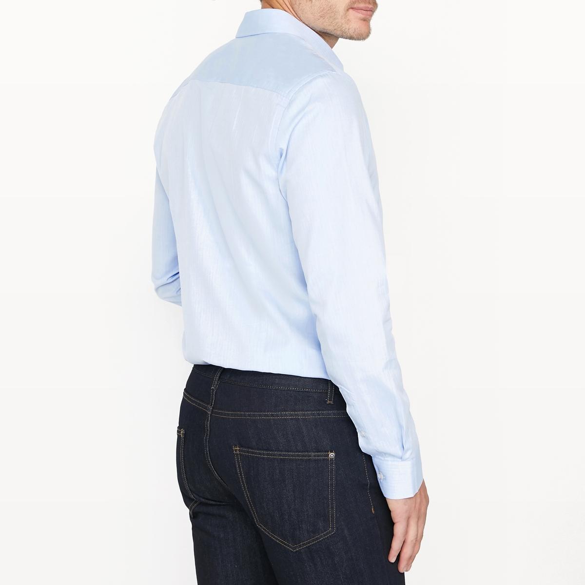 Рубашка узкая с узором 100% хлопокРубашка с длинными рукавами и зигзагообразным узором. Узкий покрой и классический воротник со свободными кончиками. Закругленный низ.Состав и описание:Материал  100% хлопкаМарка  R essentielДлина: 79 см Уход:Машинная стирка при 40 °ССтирка с вещами схожих цветовОтбеливание запрещеноГладить на средней температуре Сухая (химическая) чистка запрещенаМашинная сушка запрещена<br><br>Цвет: синий