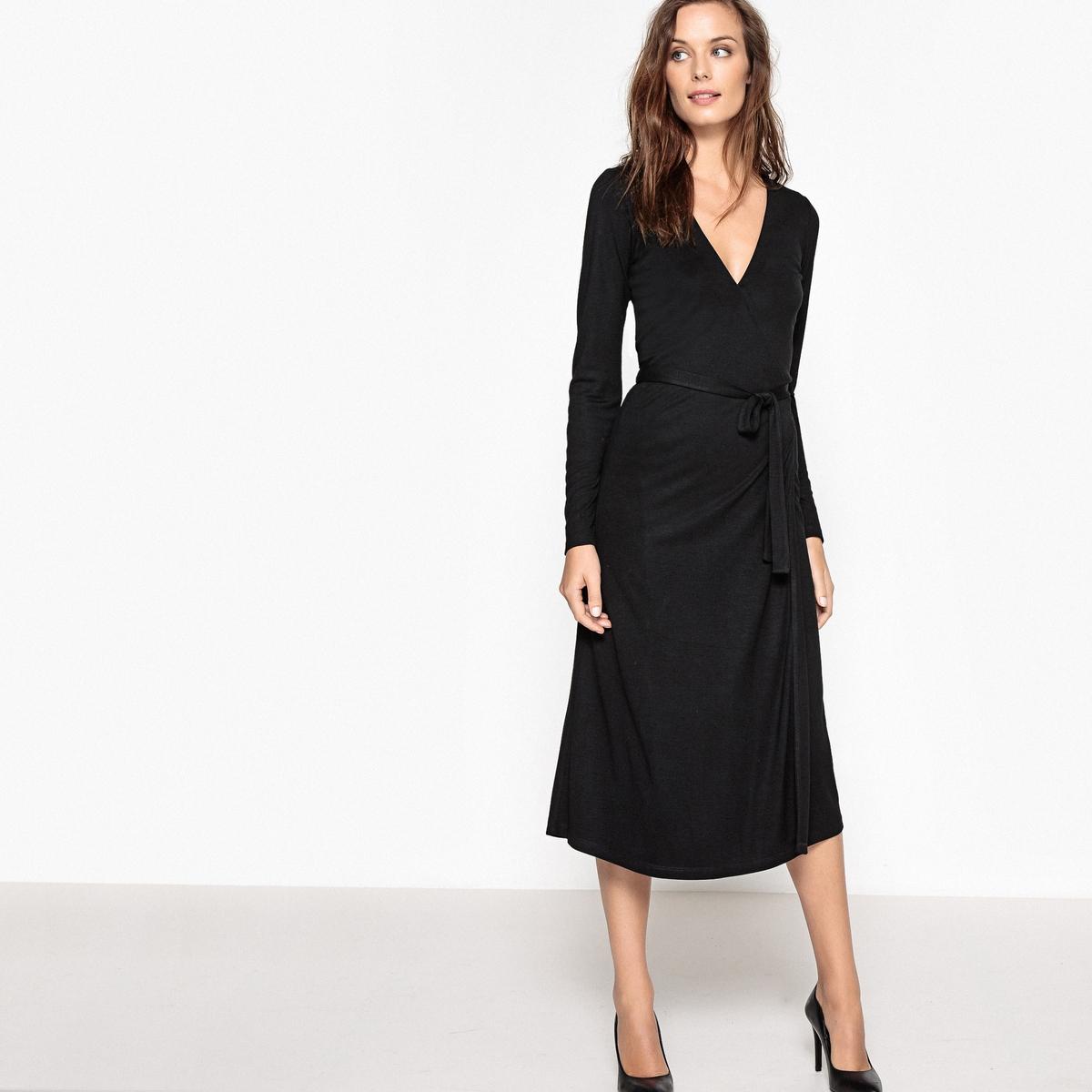 Платье с V-образным вырезом, средней длины