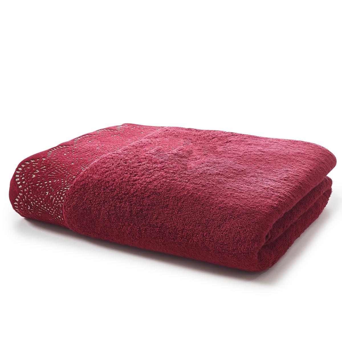 Полотенце из махровой ткани 500 г/м?, DENTELLEОднотонное полотенце, украшенное жаккардовым узором с эффектом кружева.     Характеристики полотенца Dentelle :- Махровая ткань букле из 100% хлопка (500 г/м?).- Кружевная отделка краев.- Машинная стирка при 60 °С.- Машинная сушка при умеренной температуре.- Замечательная износоустойчивость, сохраняет мягкость и яркость окраски после многочисленных стирок.- Размеры : 50 x 100 см.<br><br>Цвет: сливовый<br>Размер: 50 x 100 см