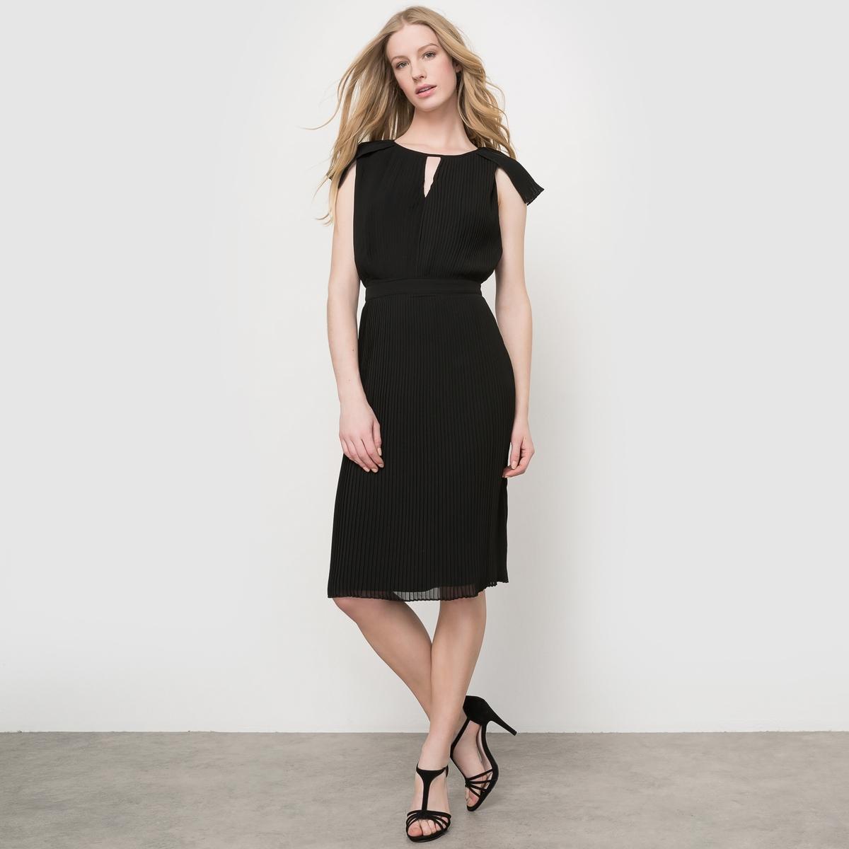 Платье со складкамиПлатье плиссированное без рукавов из лёгкой и струящейся ткани. Подчёркнутая талия. Вырез с завязками спереди . Полностью плиссированная ткань. Состав и описаниеМатериал : 100% полиэстера, подкладка из 100% хлопкаДлина : 100 смМарка : MADEMOISELLE R<br><br>Цвет: розовый телесный,черный<br>Размер: 50 (FR) - 56 (RUS).50 (FR) - 56 (RUS)