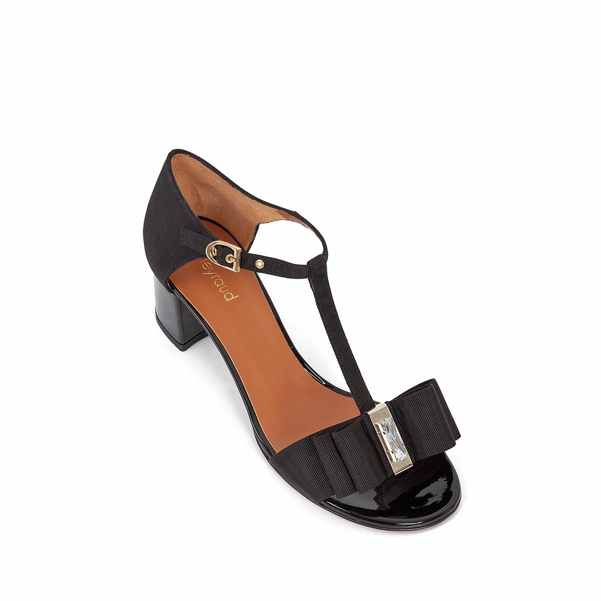 Босоножки кожаные EnaelВерх : кожа   Подкладка : кожа   Стелька : кожа   Подошва : кожа   Высота каблука : 5 см   Форма каблука : квадратный каблук   Мысок : закругленный мысок   Застежка : ремешок<br><br>Цвет: черный<br>Размер: 36.40
