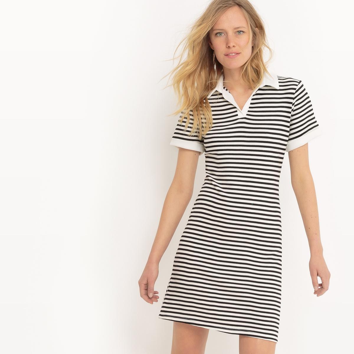 Платье прямое средней длины с рисунком в полоску