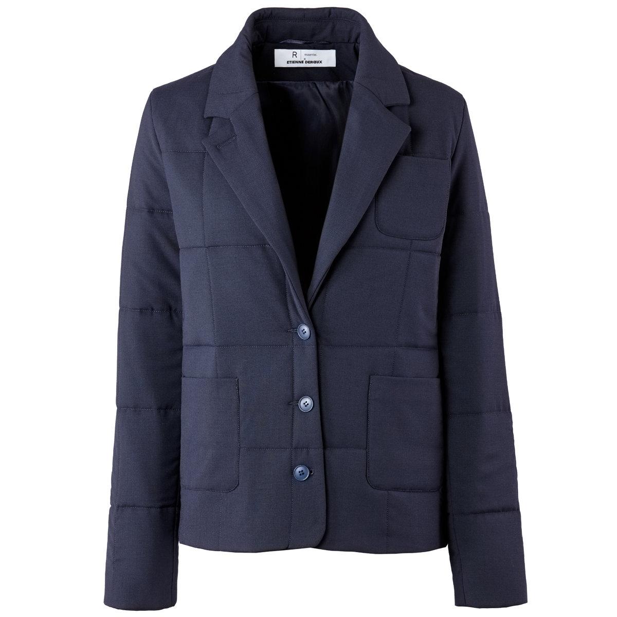 Пиджак стеганый – ETIENNE DEROEUX POUR R/essentielСтеганый пиджак ETIENNE DEROEUX POUR R/essentiel, 64% полиэстера, 34% вискозы, 2% эластана.      Подкладка из 100% вискозы. Английский воротник. Застежка на пуговицы. 2 накладных кармана. Длина 63 см.Прямой пиджак, покоряющий своей простотой, сочетается с джинсами или прямыми брюками на каждый день.<br><br>Цвет: темно-зеленый,темно-синий<br>Размер: 34 (FR) - 40 (RUS).34 (FR) - 40 (RUS).40 (FR) - 46 (RUS).40 (FR) - 46 (RUS)