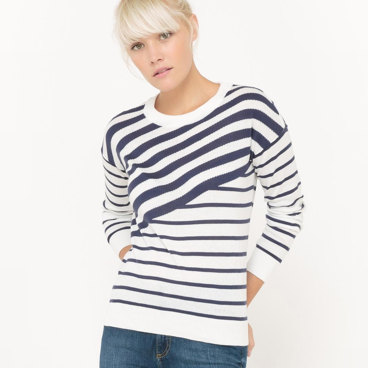 Пуловер с круглым вырезом и рисунком в асимметричную полоску
