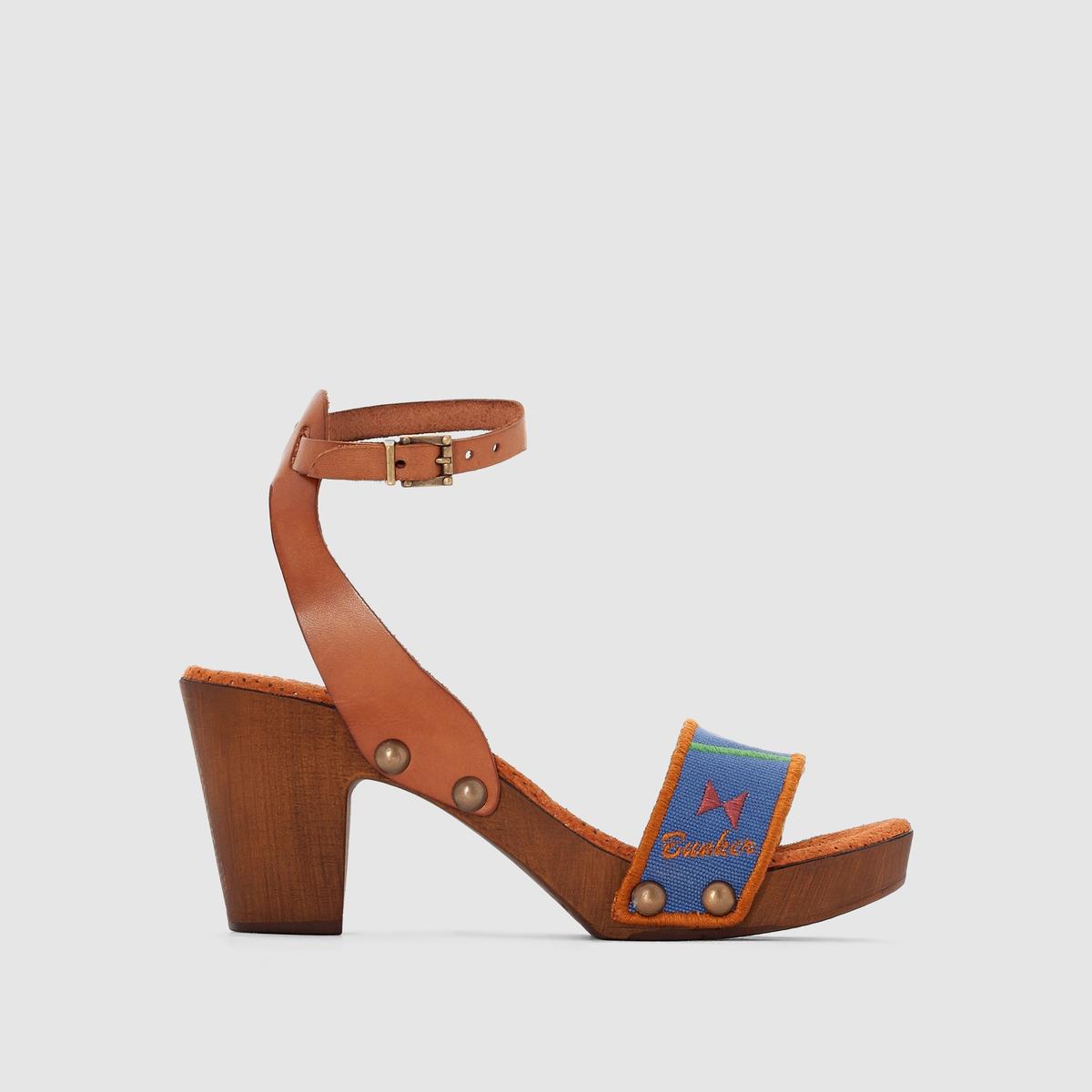 Босоножки на каблуке и подошве-платформеBUNKER - Босоножки на каблуке и подошве-платформе :Верх : кожа и текстильПодкладка : кожаСтелька : кожаПодошва : полиуретанВысота каблука : 7,5 смЗастежка : ремешок с пряжкой на щиколотке.Известная своей стильной обувью, Bunker предлагает комфортные босоножки на каблуке и подошве-платформе с оригинальным дизайном!<br><br>Цвет: синий + рисунок<br>Размер: 38