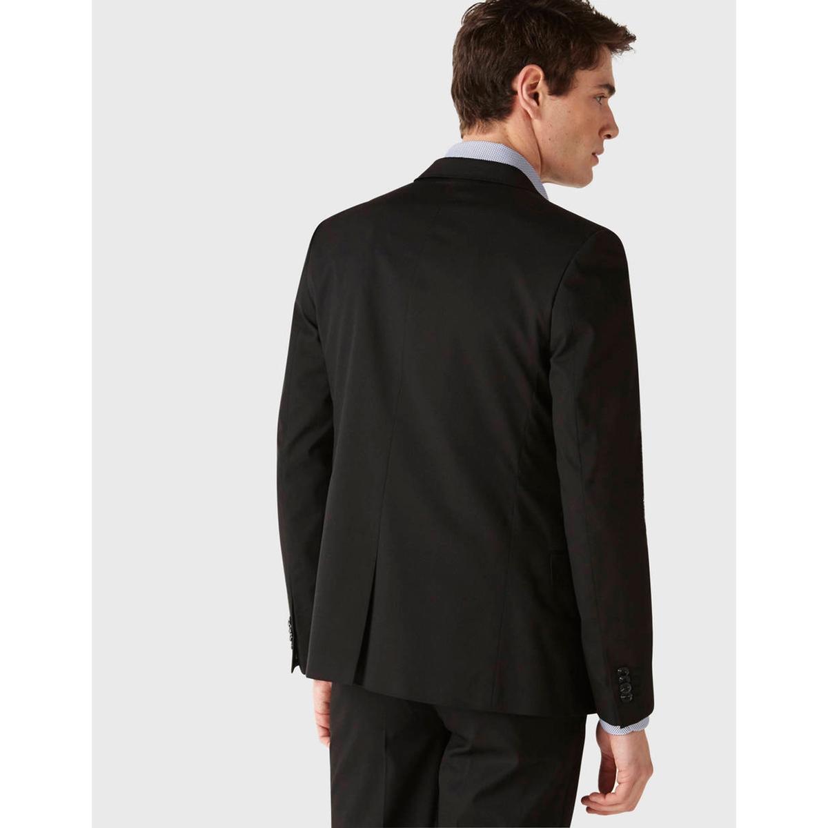 Пиджак TuskinnyПиджак TUSKINNY - CELIO. Зауженный приталенный покрой, костюмный воротник. 2 боковых кармана с клапаном и нагрудный карман. Слегка закругленный низ.Состав и описаниеМатериал : 73% полиэстера, 24% вискозы, 3% эластана            Марка : CELIO<br><br>Цвет: черный<br>Размер: 46.50