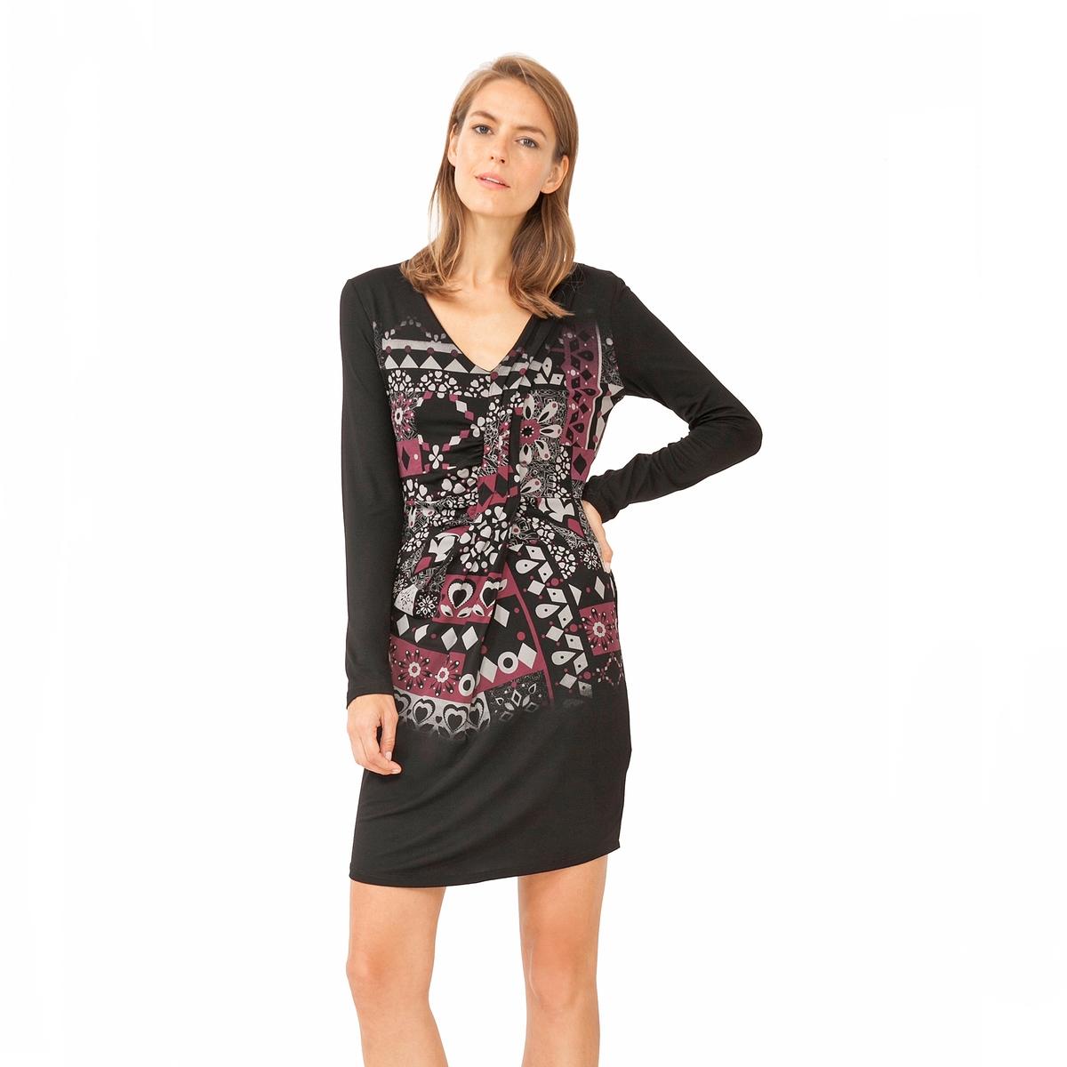 Платье с запахом Vest AzaharaСостав и описаниеМатериалы : 100% вискозаМарка : DesigualМодель : Vest AzaharaУходСледуйте инструкции по уходу на этикетке<br><br>Цвет: черный<br>Размер: L.XL.XXL
