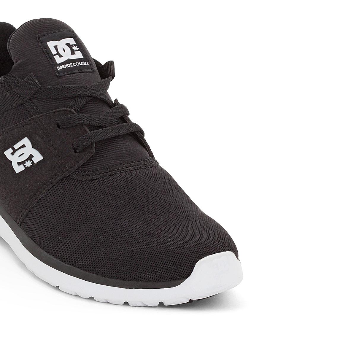 Кеды низкие на шнуровке DC SHOES HEATHROW M SHOE BKWКеды низкие на шнуровке, HEATHROW M SHOE BKW de DC SHOES .Верх: текстиль и синтетика.Подкладка: текстиль.Стелька : текстиль. Подошва: каучук. Застежка : на шнуровке. Марка DC Shoes, появившаяся в 1994 году,  позиционирует себя, как королева скольжения и создает стильные и технологичные коллекции для скейтборда, серфинга, сноуборда и даже для велосипедного мотокросса, мотоспорта и экстремальных видов спорта   . В своих коллекциях она предлагает модную городскую обувь, невероятно легкую и как всегда с калифорнийским колоритом   ! Подтверждение тому - отличные кеды HEATHROW, удобные и прочные, усовершенствованные и стильные!<br><br>Цвет: черный<br>Размер: 44