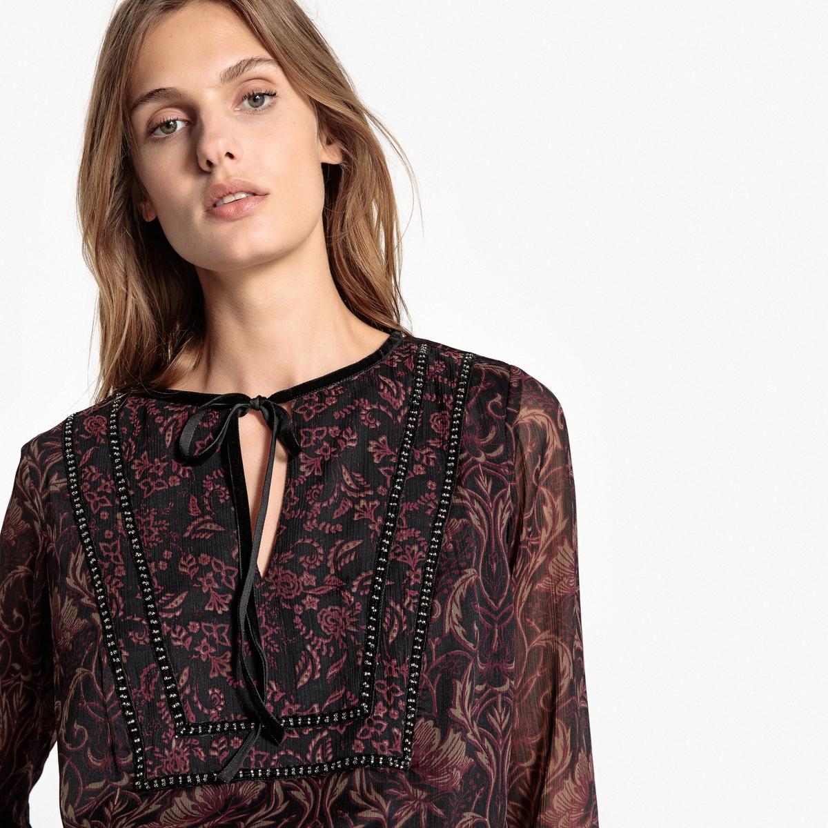 Блузка с рисунком и длинными рукавами