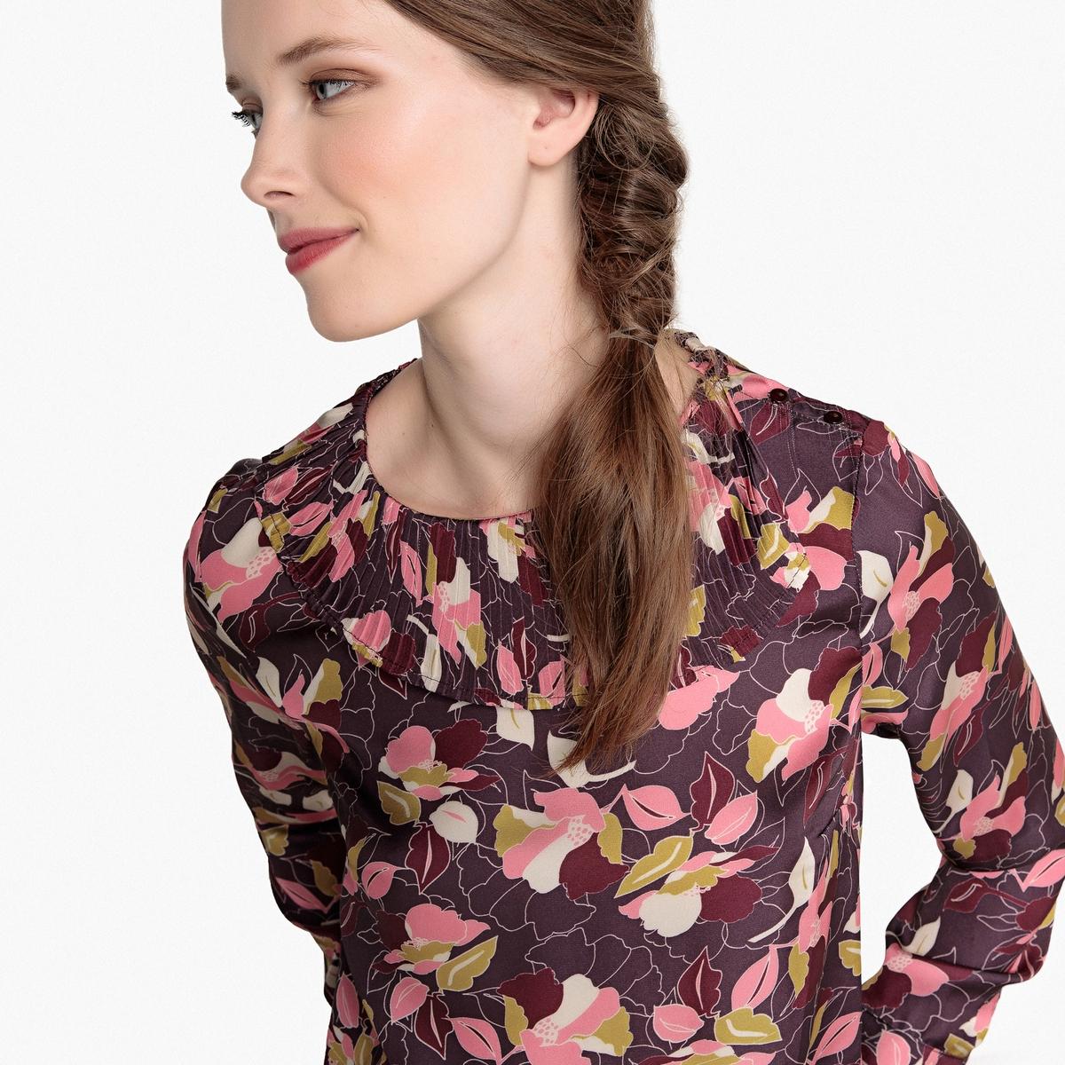 Blusa con cuello plisado y estampado de flores